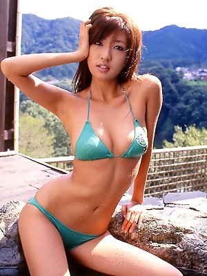 Sayaka Ando Asian is delighted to enjoys fine weather in nature