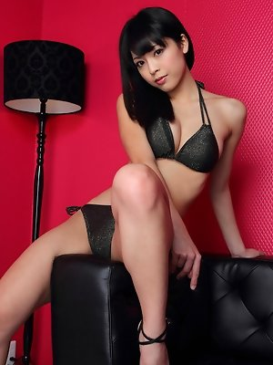 Sakura Sato Asian on heels is good at showing curves in sexy ways
