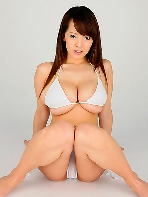Hitomi Tanaka Asian huge cans in white bra poses very provocative