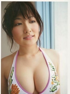 Voluptuous asian chick with a gorgeously stacked body in a bikini